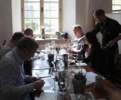 Komise veřejnosti hodnotící červená vína pod vedením kardiologa