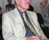 Prof.Vilém Kraus pozorně naslouchá