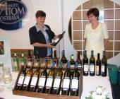 Blažena Otáhalová se svými kobylskými víny