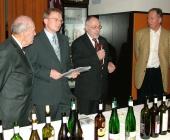 ...předcházelo zahájení výstavy vín ředitelem Hotelu Atom (Lubomír Bárta)